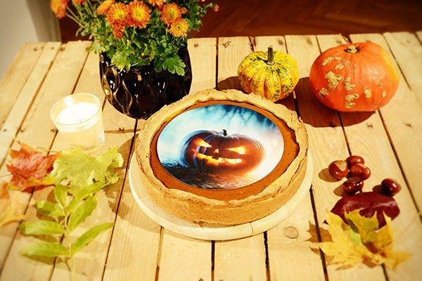 Pumpkin Pie mit einem frechen essbaren Foto als Gruss versehen