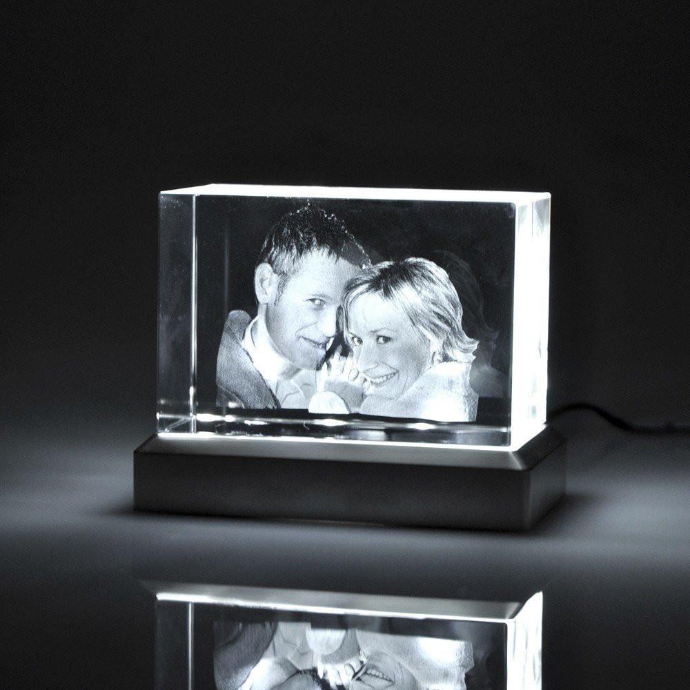 Glasfoto mit Leuchtsockel beleuchtet