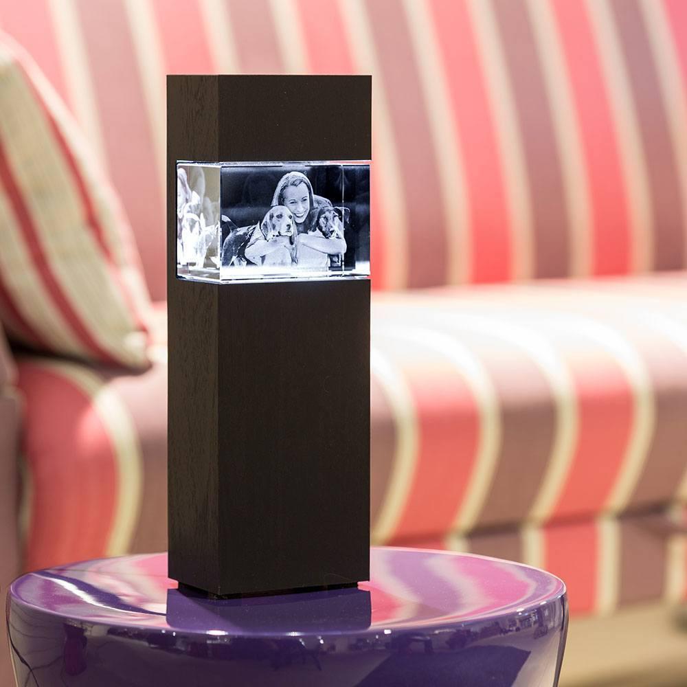Der Leuchtsockel aus Holz für das 3D Glasfoto