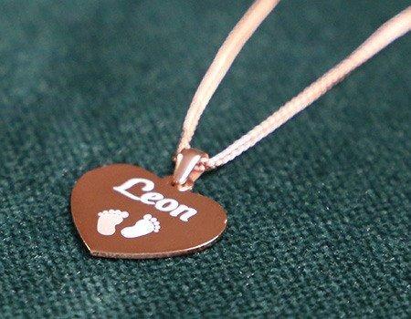Ein rosévergoldeter Herzanhänger aus Silber