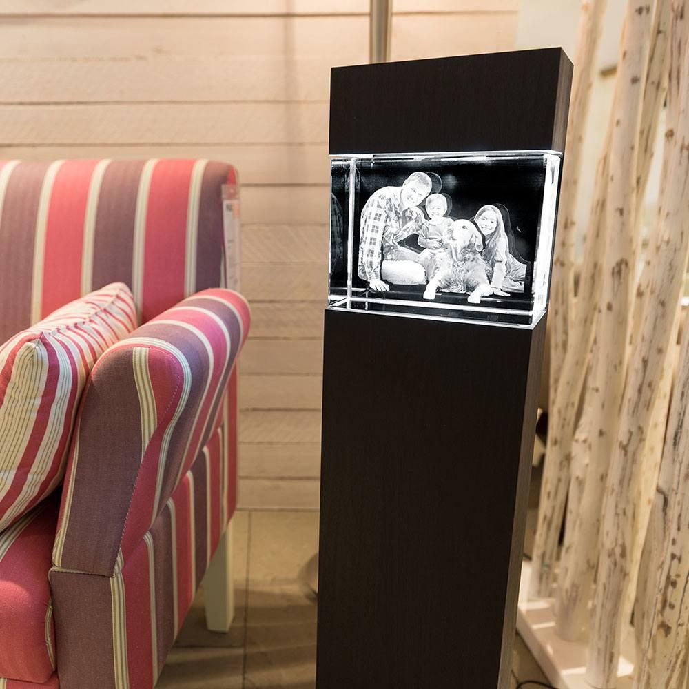 Ihr schönstes Familienfoto im Big Block Quer, mit Leuchtstele aus Holz - Das 3D Laser Foto ist nicht im Lieferumfang