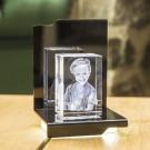 Opera Beleuchtungselement Maestro für den Kelo im Hochformat - Das 3D Laser Foto im Kelo Viamant Glas ist nicht im Lieferumfang enthalten
