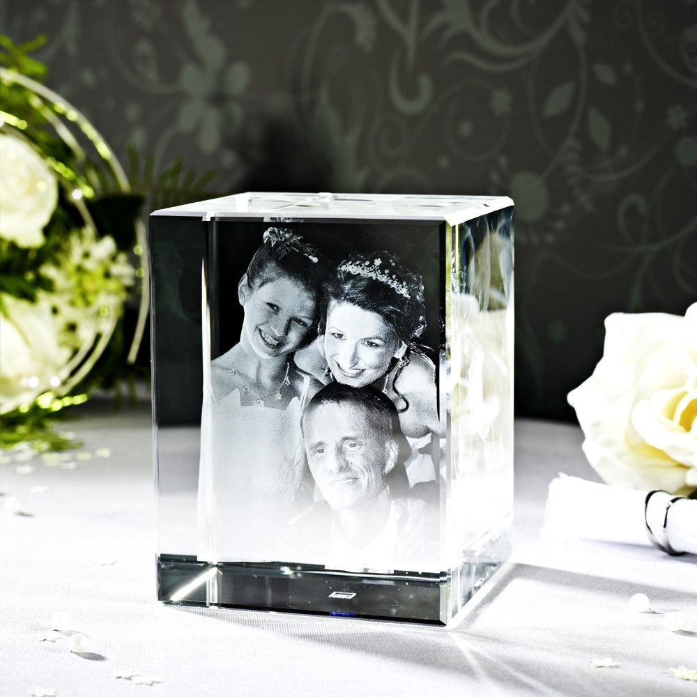Ein Hochzeitsfoto in Glas verewigt