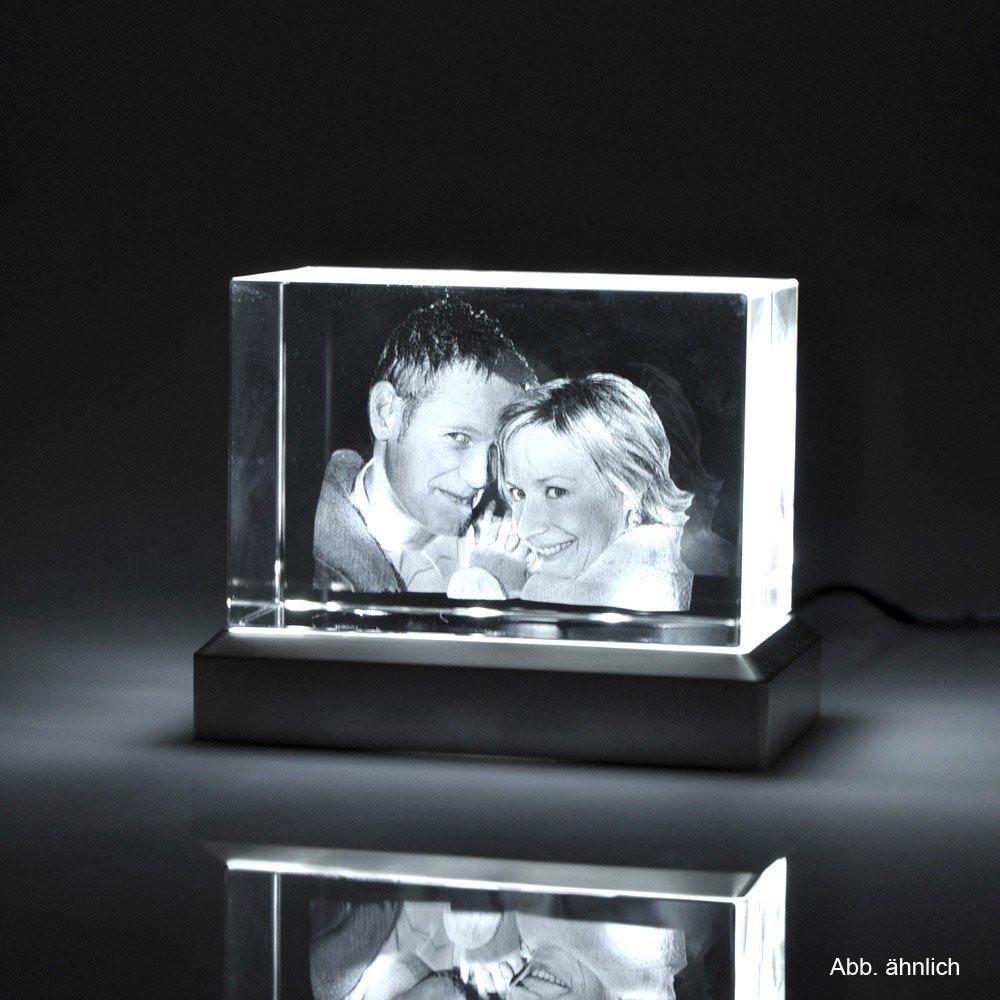 Das 3D Glasfoto ideal beleuchtet mit einem Leuchtsockel
