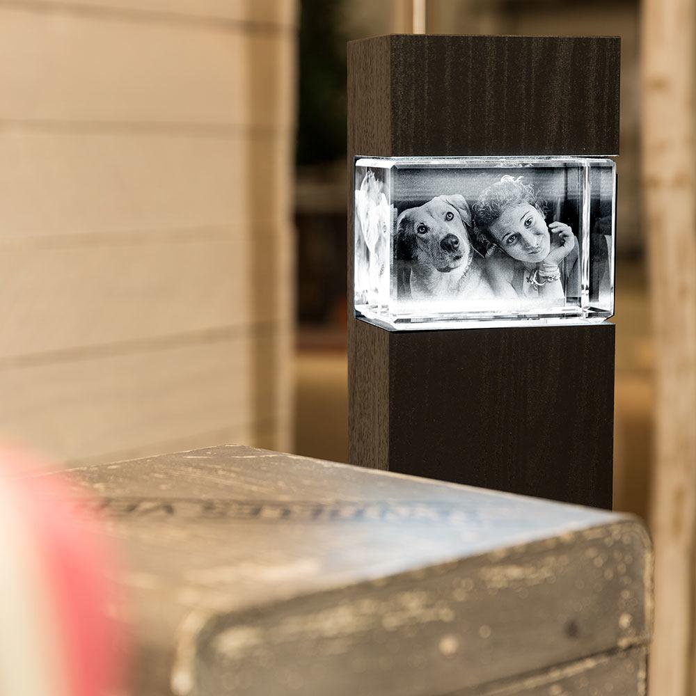 Die Leuchtstele, die Ihr 3D Foto im Glas perfekt in Szene setzt