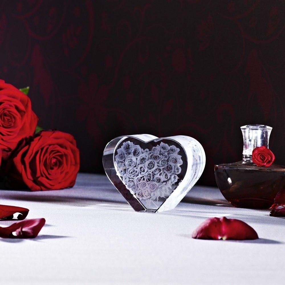 Rosen in Herzform als Geschenk zum Muttertag