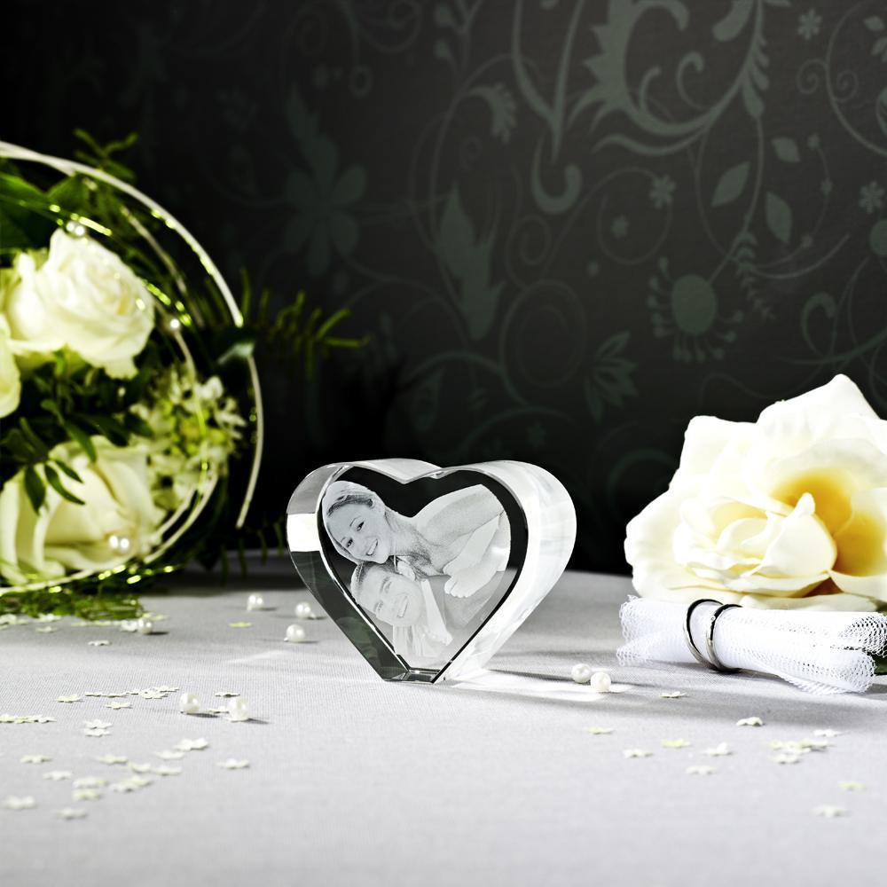 Brautpaar als 3D Glasfoto im Herz aus Glas