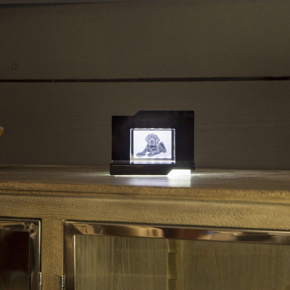 Der Opera Arpeggio mit dem 2D Prisma aus Glas gibt ein schickes Wohnaccessoire ab