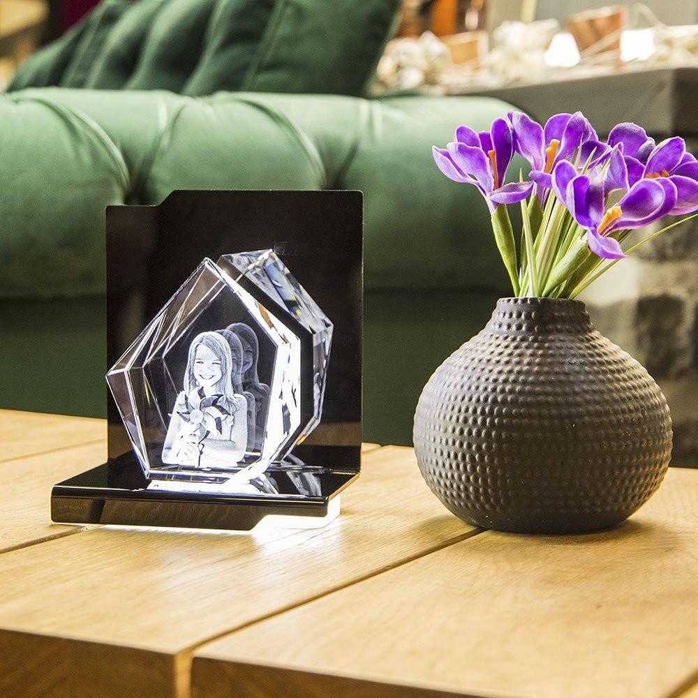 Der Opera Maggiore mit dem passenden Eisberg aus Viamant Glas ist ein Blickfang in jedem Raum