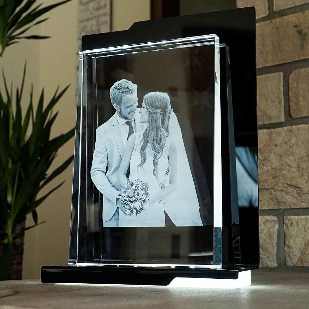 Individuellfotogeschenke - 2D Laser Foto im Glas, Prisma Hochformat Größe Gigant (300x200x40 20mm) - Onlineshop Looxis