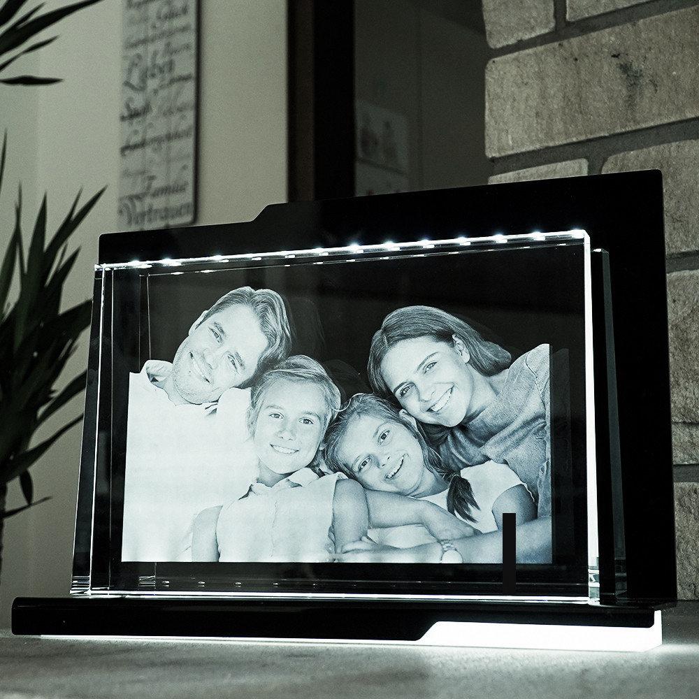 Individuellfotogeschenke - 2D Laser Foto im Glas, Prisma Querformat Größe Gigant (300x200x40 20mm) - Onlineshop Looxis